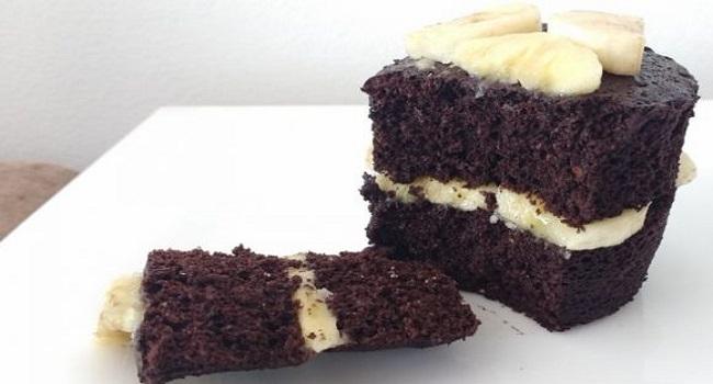 Bolo de caneca fit com chocolate e banana